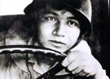 Trái tim cầm lái của người lính trong bài Bài thơ về tiểu đội xe không kính