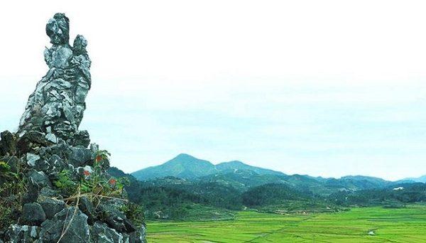 Những người vợ nhớ chồng còn góp cho Đất Nước những núi Vọng Phu